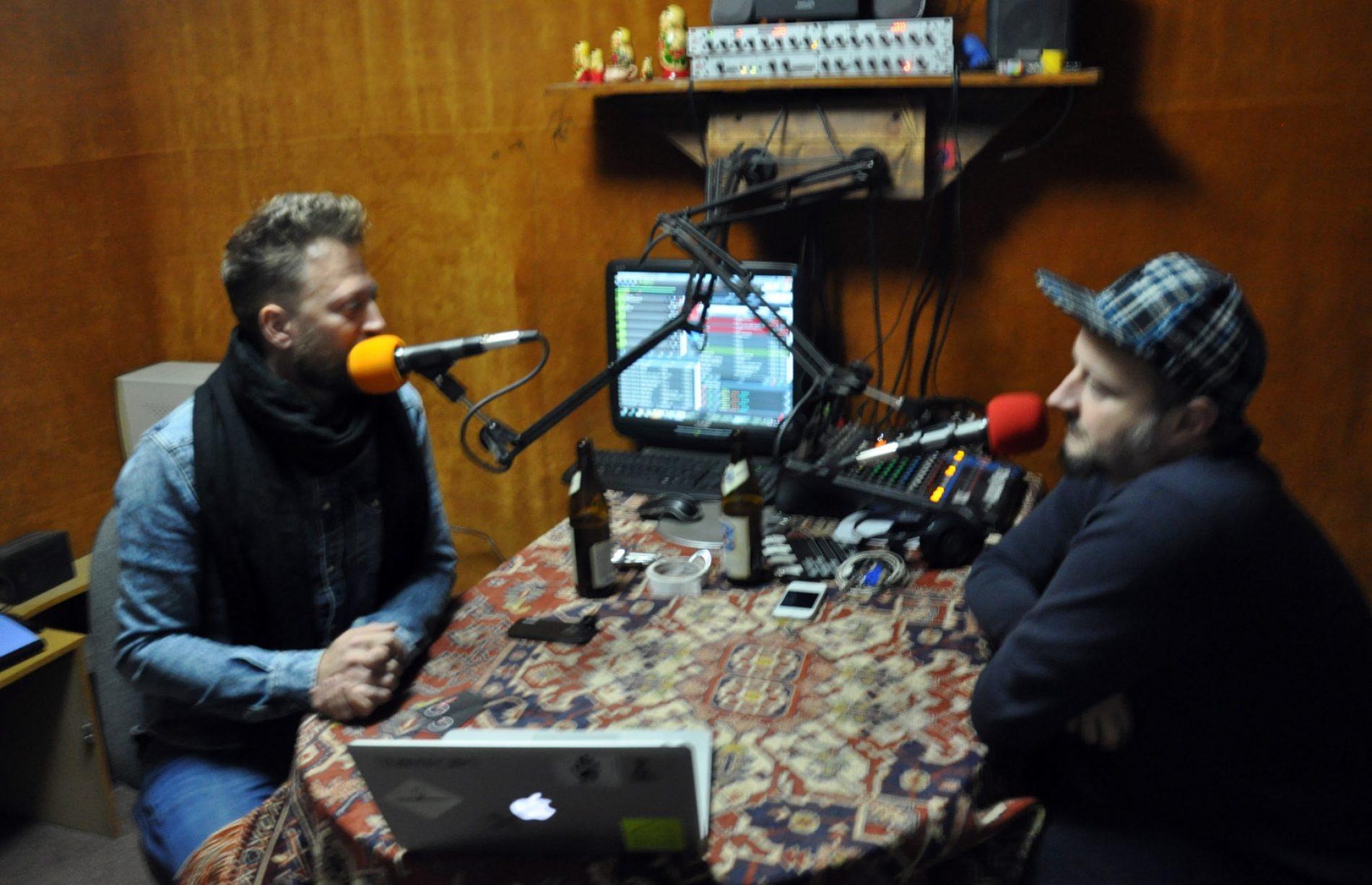 ● Beszélő szemek_15 a Lármafa Rádió új stúdiójában Szigeti Gábor Csongorral