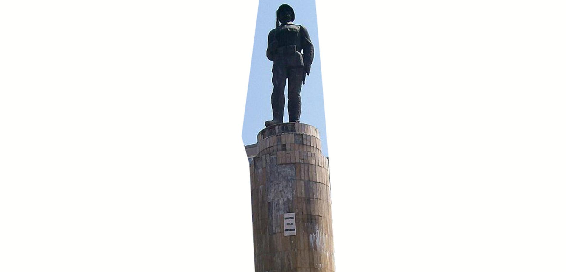 !POSTPONED! Testközelben a szobor // Statuia față-n-față